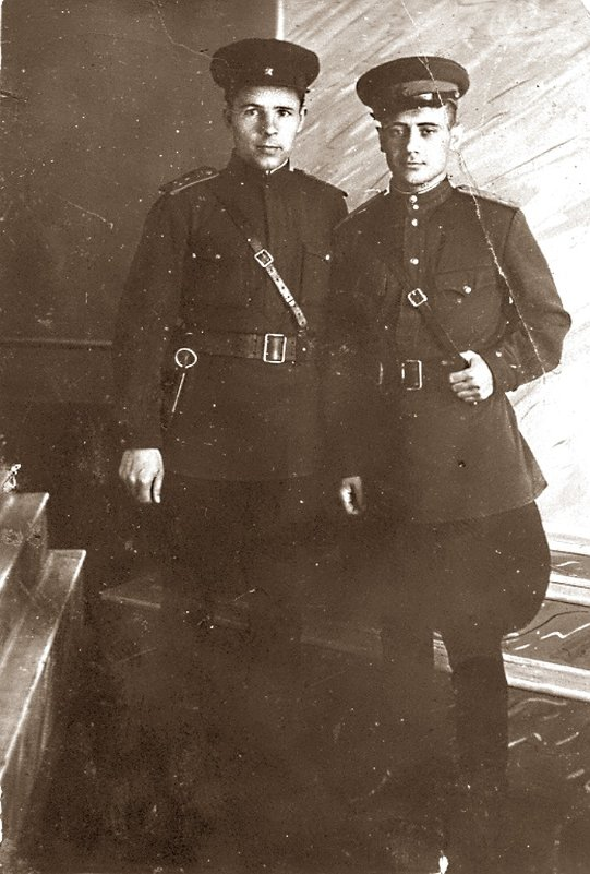 1943 год. В новой офицерской форме перед отправкой на фронт. - юрий