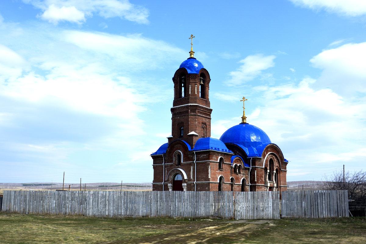 Недействующая Церковь... - Дмитрий Петренко