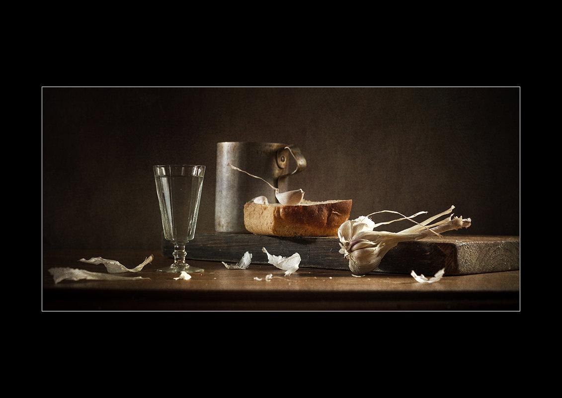 Этюд с зубчиком чеснока и корочкой хлеба. - Lev Serdiukov
