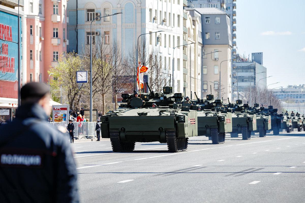 В Москве прошла генеральная репетиция парада Победы - Павел Myth Буканов