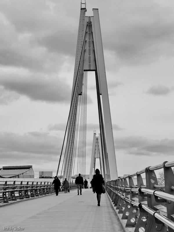 Под аркой - Анатолий Шулков