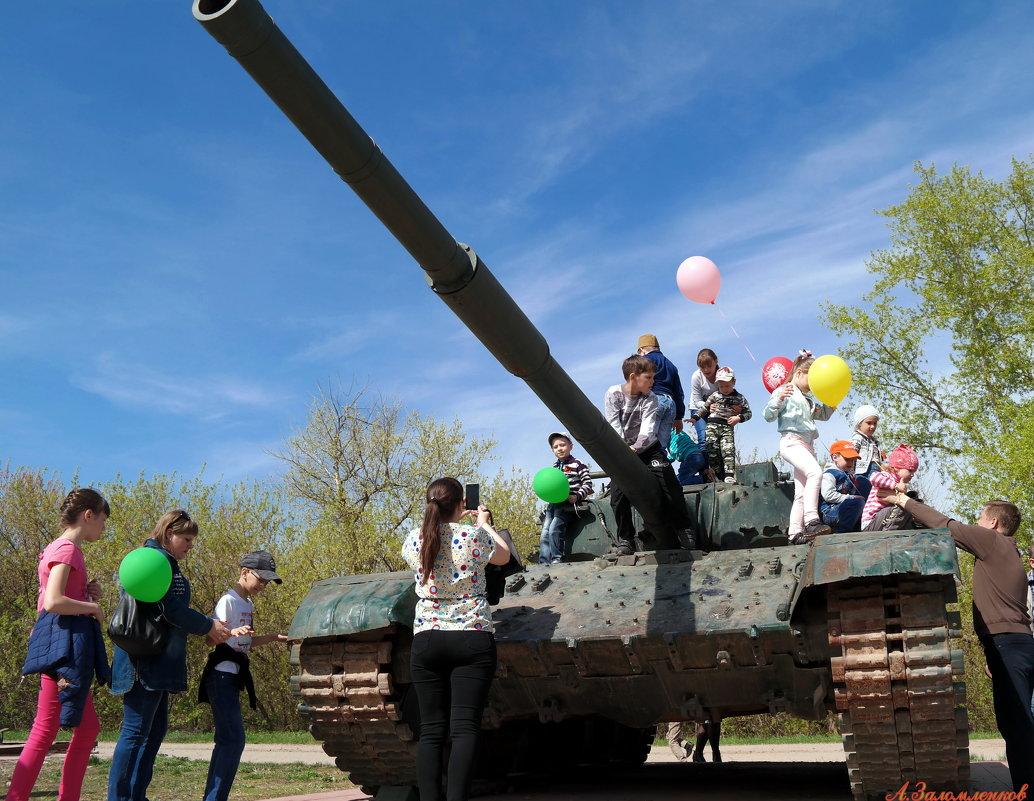 Пусть танки остаются только на постаментах.. - Андрей Заломленков