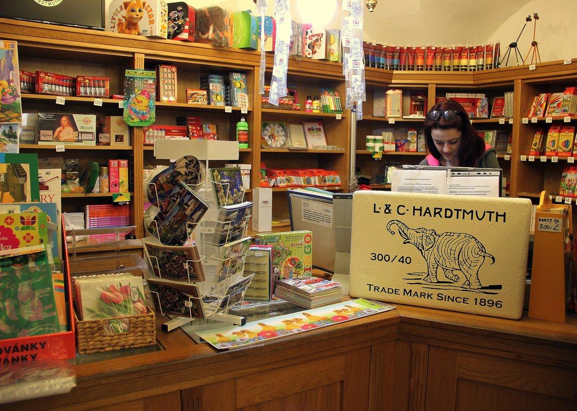 в фирменном магазине - Ольга
