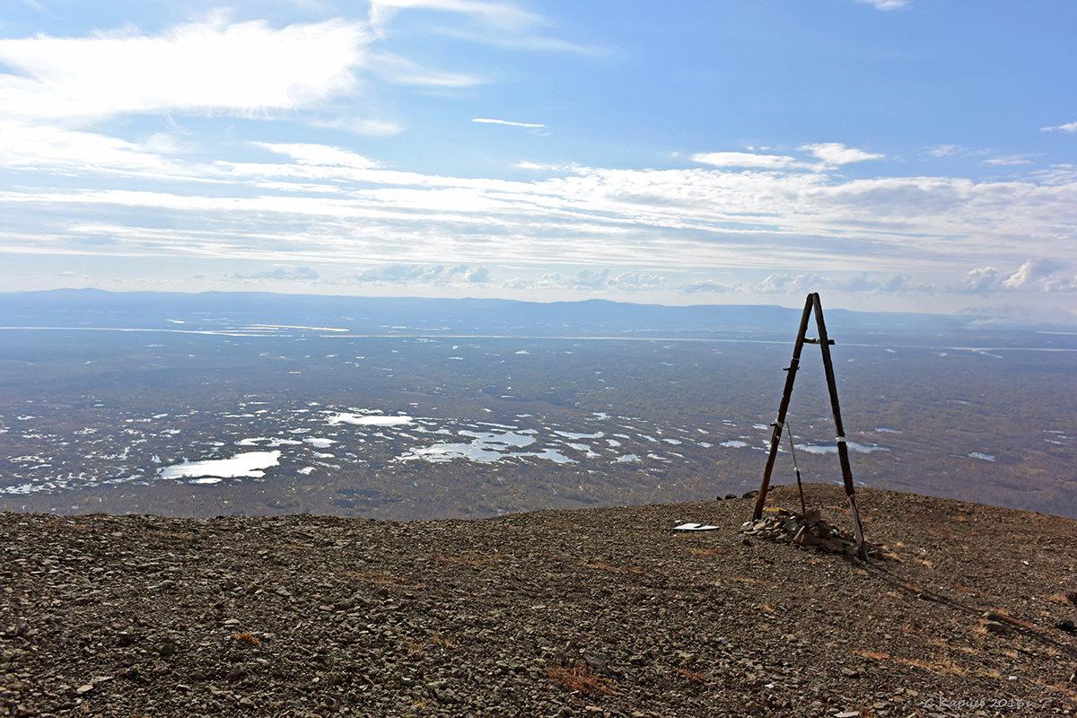 Триангуляционный пункт на горе Листвяная - Сергей Карцев