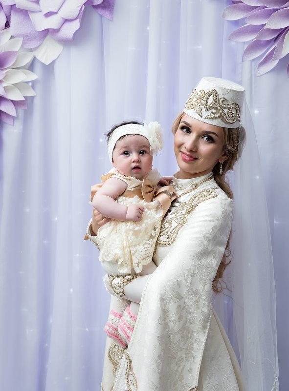 Марина и крошка. - Батик Табуев