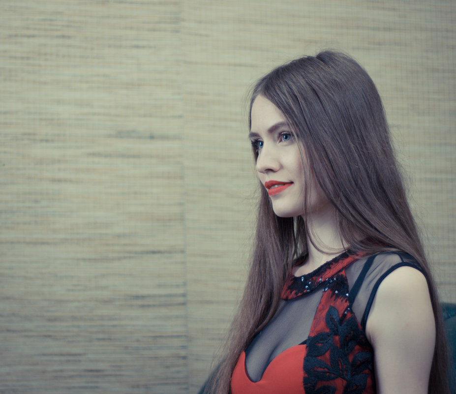Девушка - Albertik Baxton