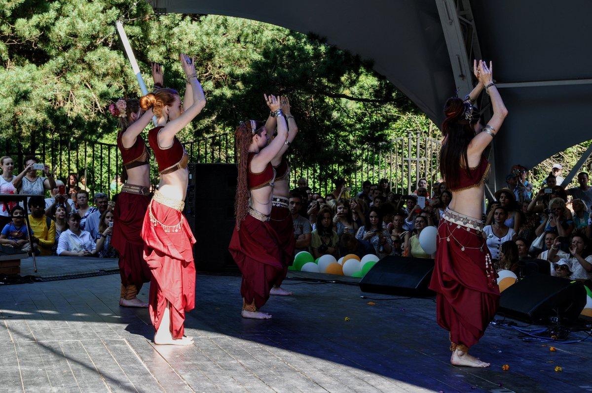 Индийский танец - Анатолий Колосов