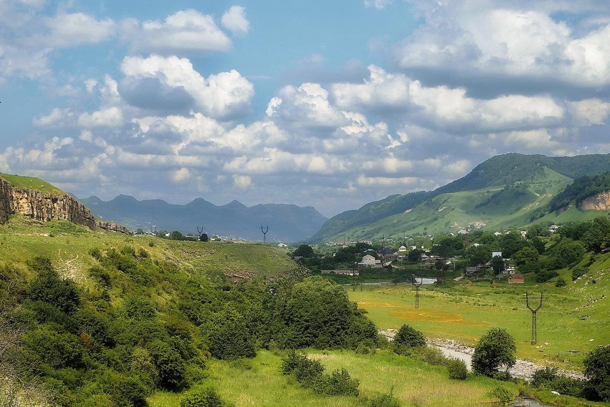 Маленькое село где то в ущелье - M Marikfoto