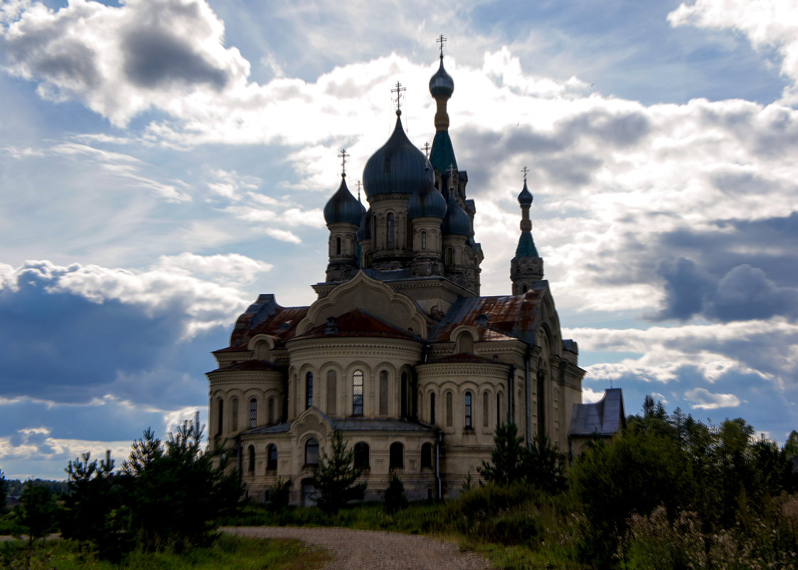 Храм в лучах заката - Юрий Григорьевич Лозовой
