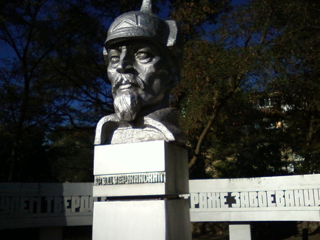 На площади Дзержинского - Dana