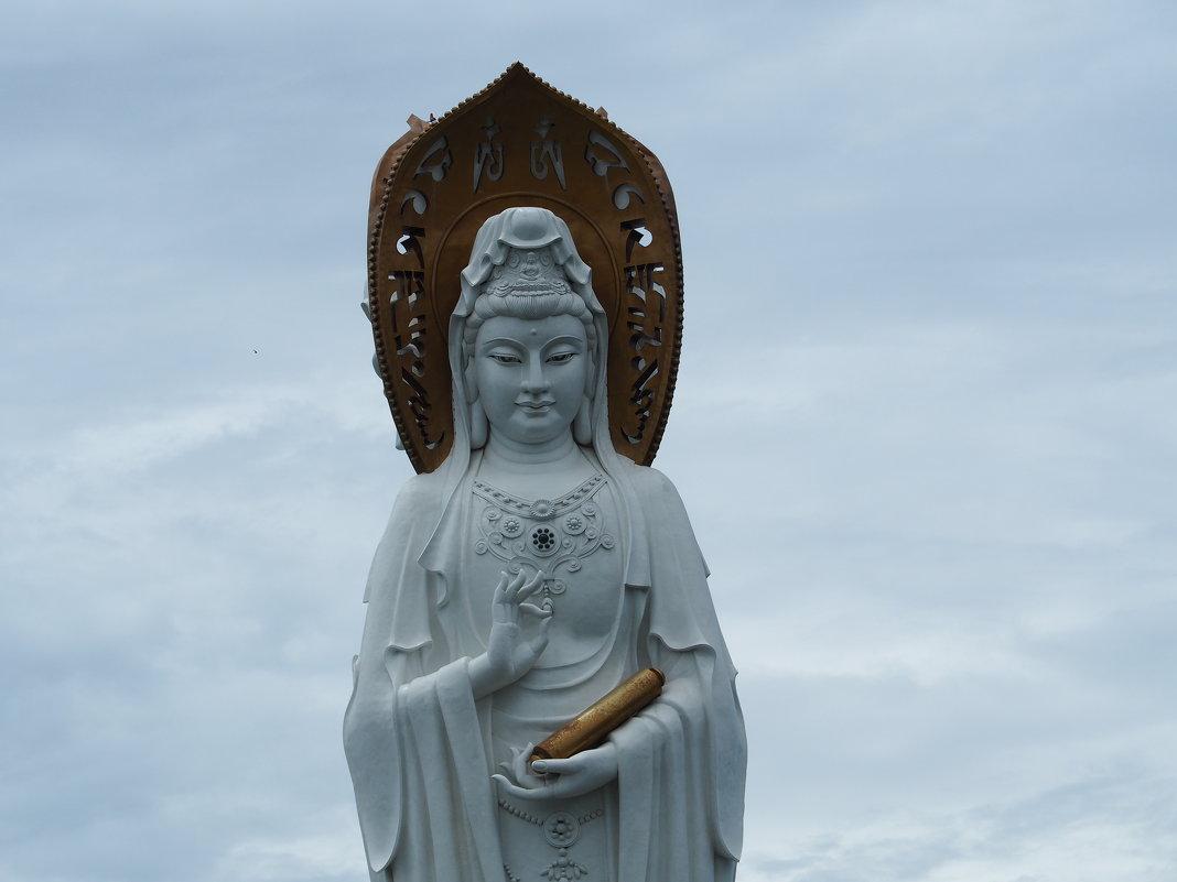 Статуя богини Гуаньинь в Санье -Китай. - Олег Дейнега