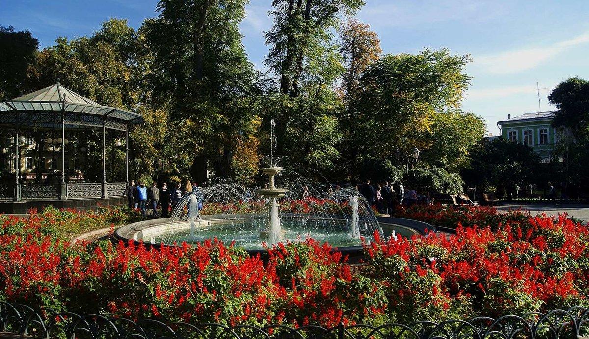 в Городском саду - Александр Корчемный