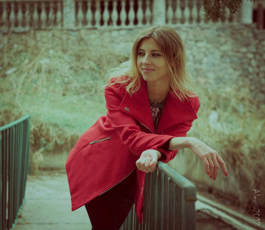В красном - Alex Photo