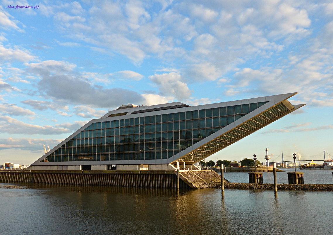 Hamburg. Dockland - Nina Yudicheva