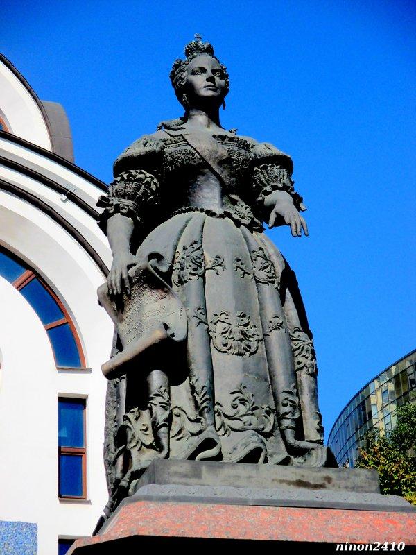 Памятник императрице Елизавете Петровне - Нина Бутко