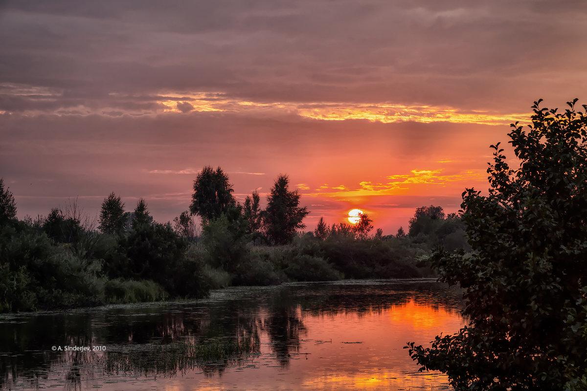 Драматичный закатный пейзаж - Александр Синдерёв