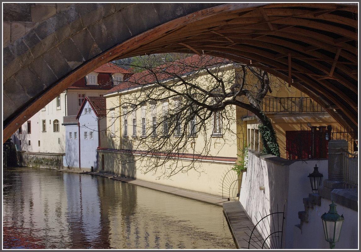 Под Карловым мостом... - Николай Панов