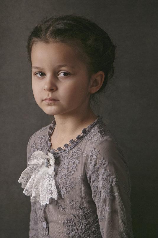 Девочка в сером - Юлия Дурова