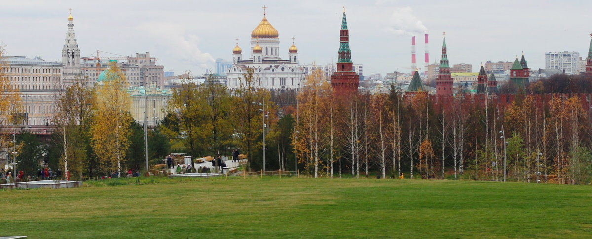 В  парке  Зарядье,вид  на  храм  Христа  Спасителя - Наталья Чернушкина