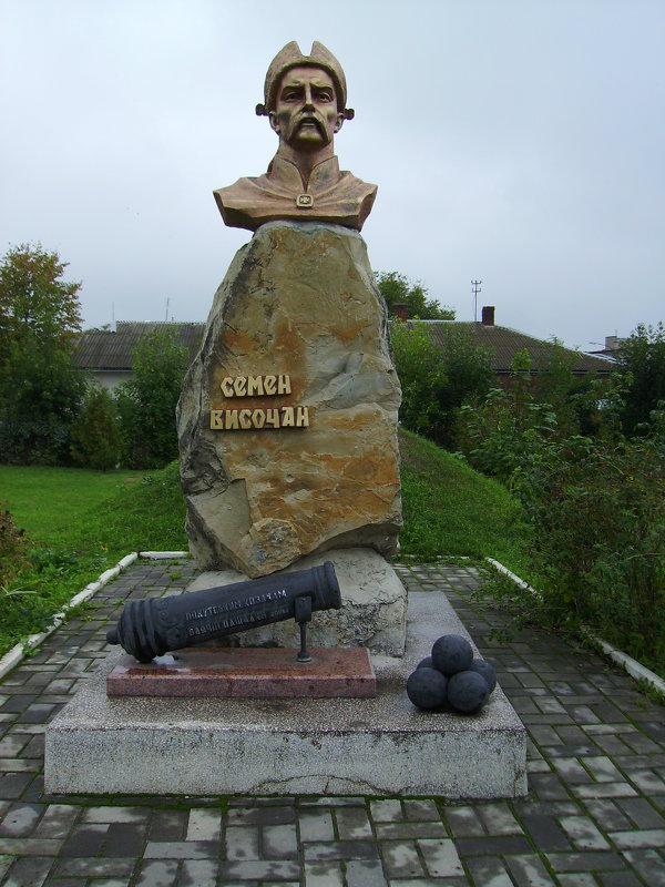 Памятник   Семёну   Высочану  в   Отыние - Андрей  Васильевич Коляскин