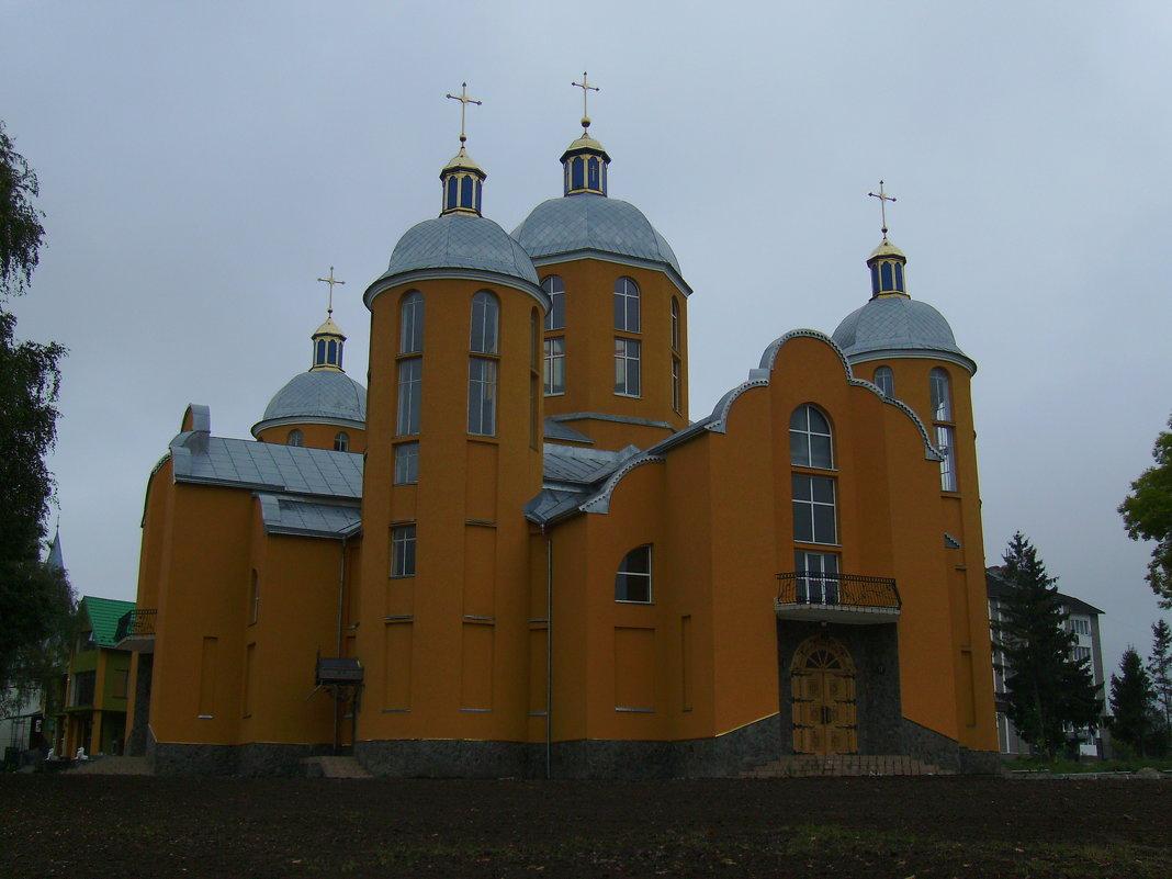 Греко - католический   храм   в    Отыние - Андрей  Васильевич Коляскин