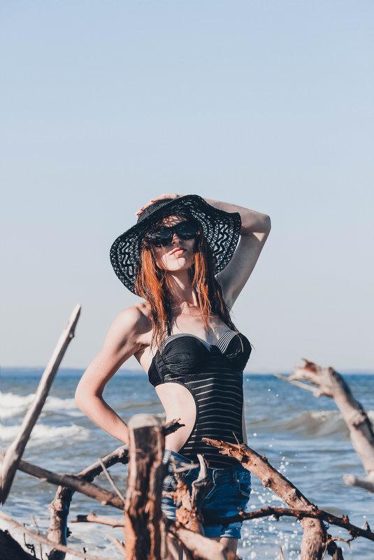 Девушка в шляпе - Дмитрий Чернов