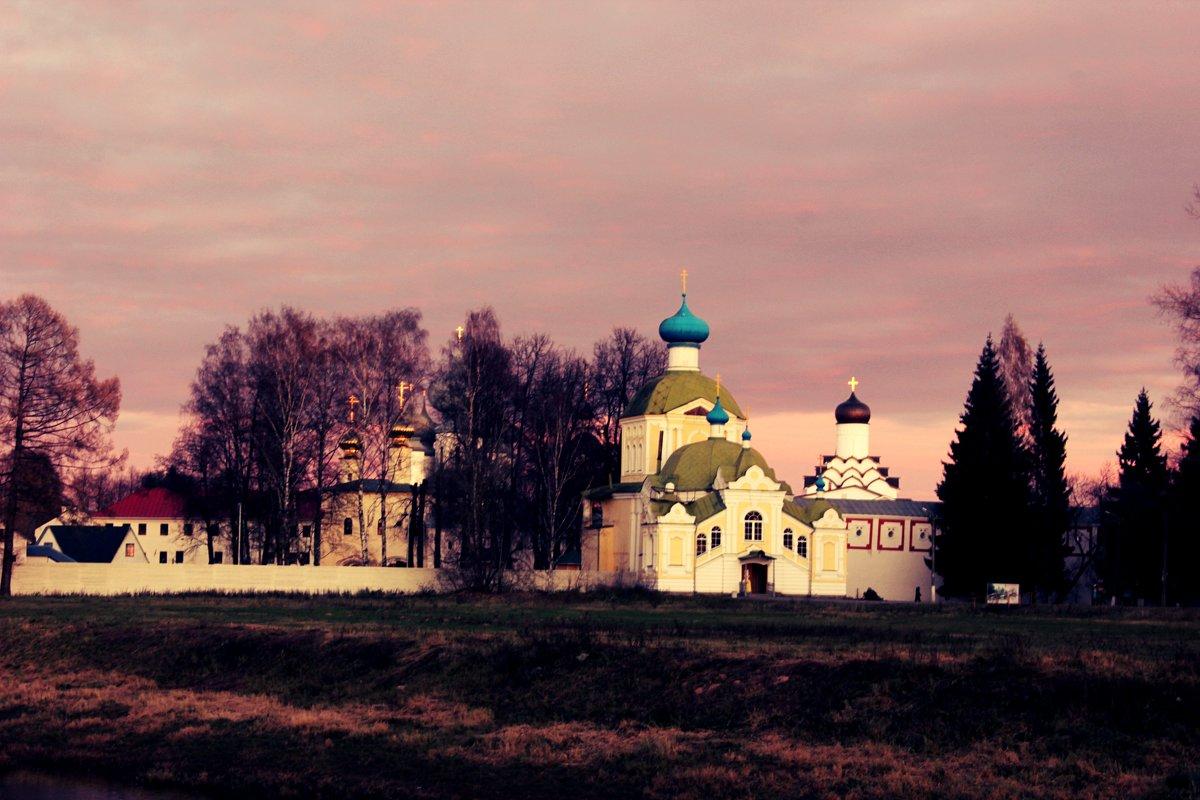Вечер возле монастыря - Сергей Кочнев