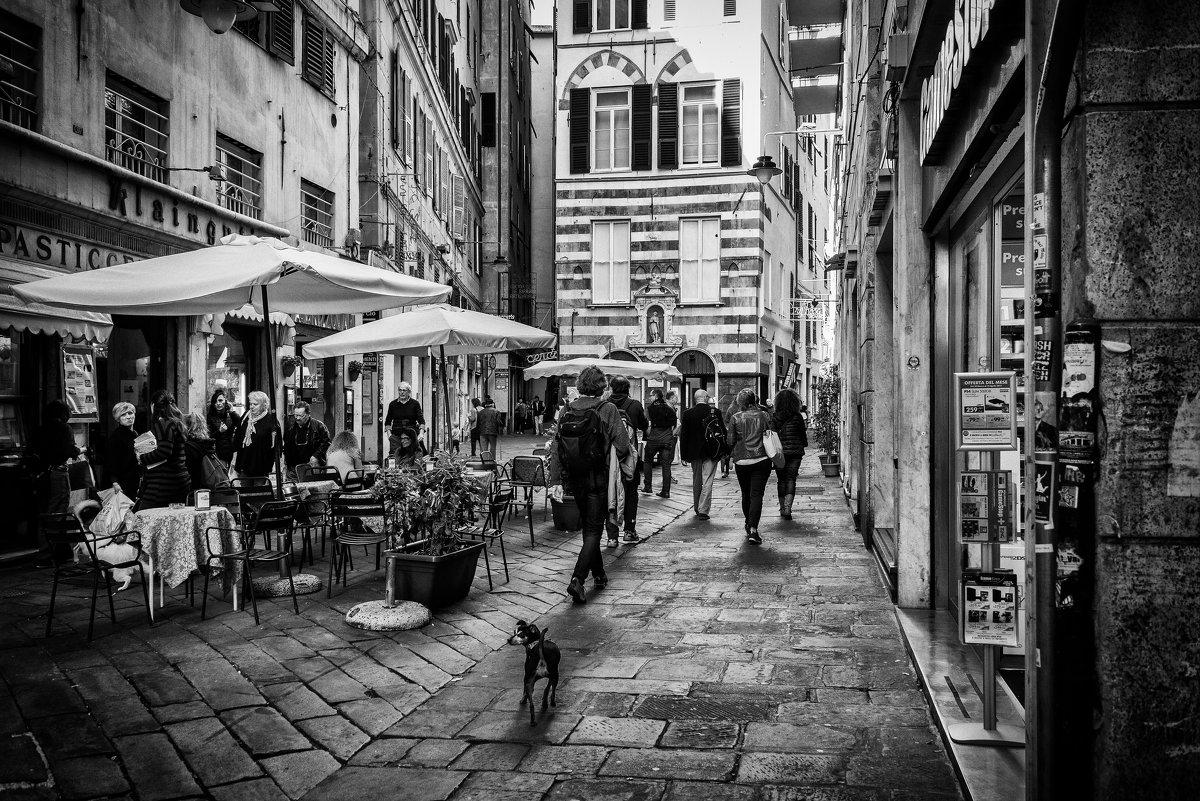 На улицах Генуи - Владимир Брагилевский