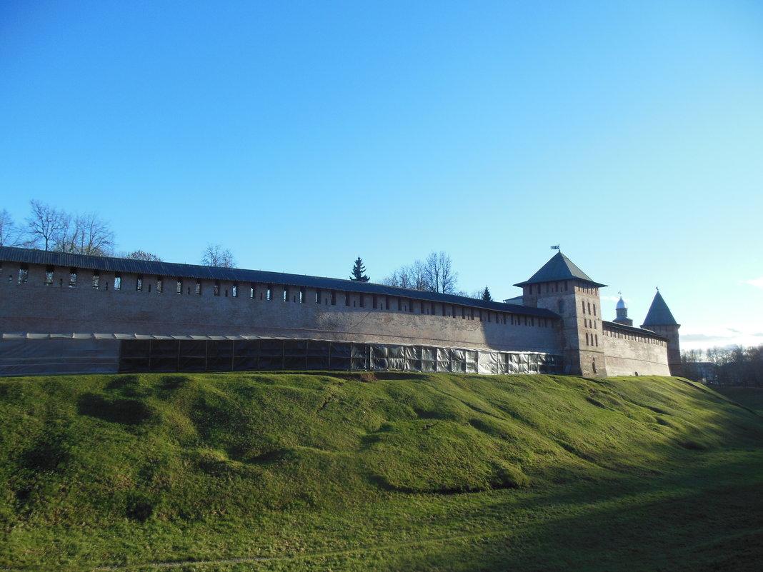 Идет ремонт Кремлевской стены. Великий Новгород - Татьяна
