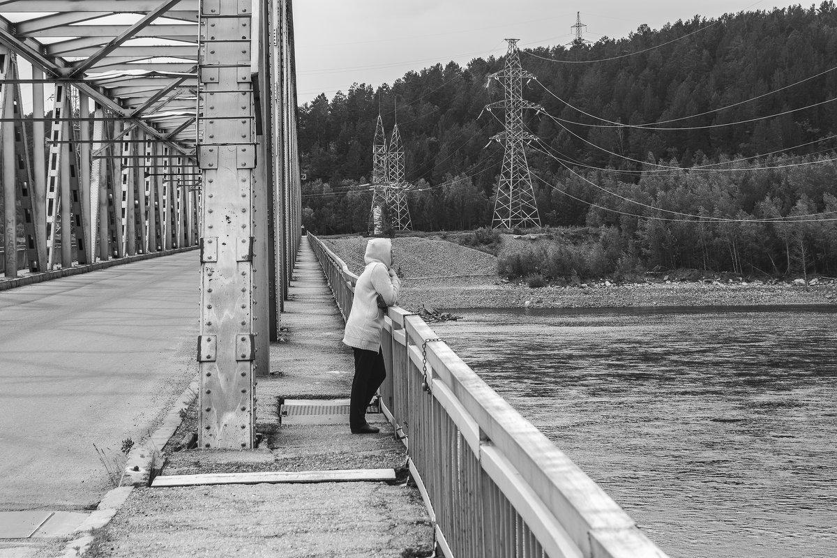 На мосту - Виктор