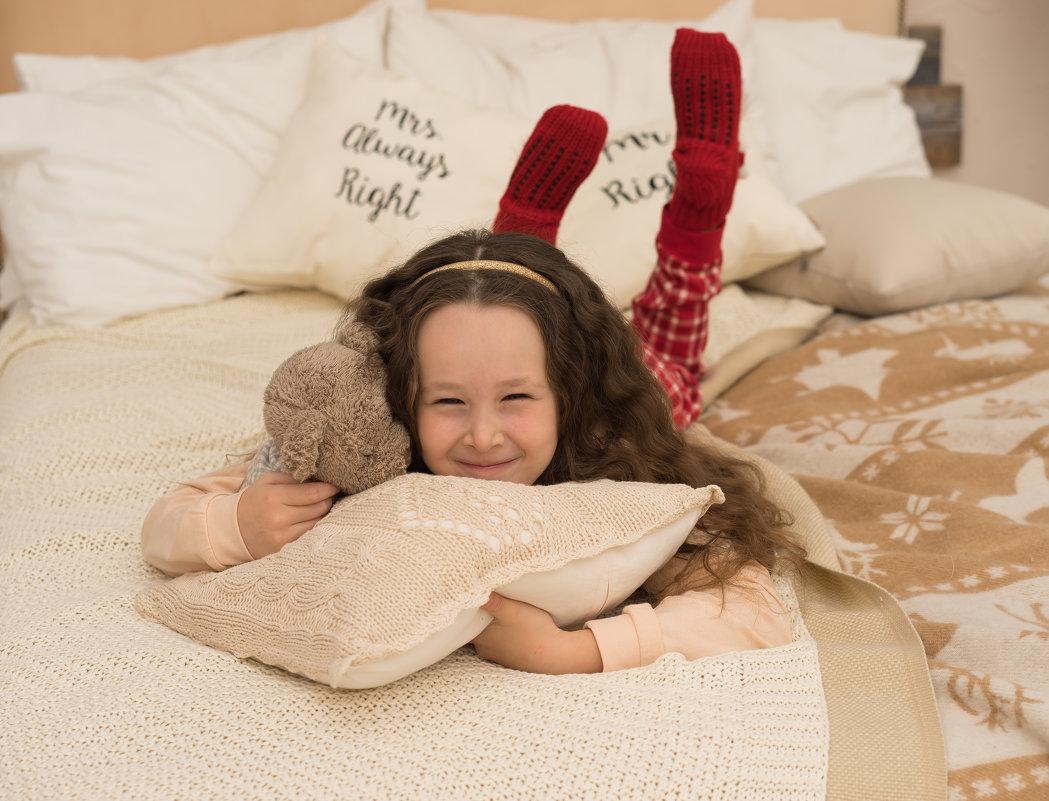 В новогодней пижаме на кровати - Ирина Вайнбранд