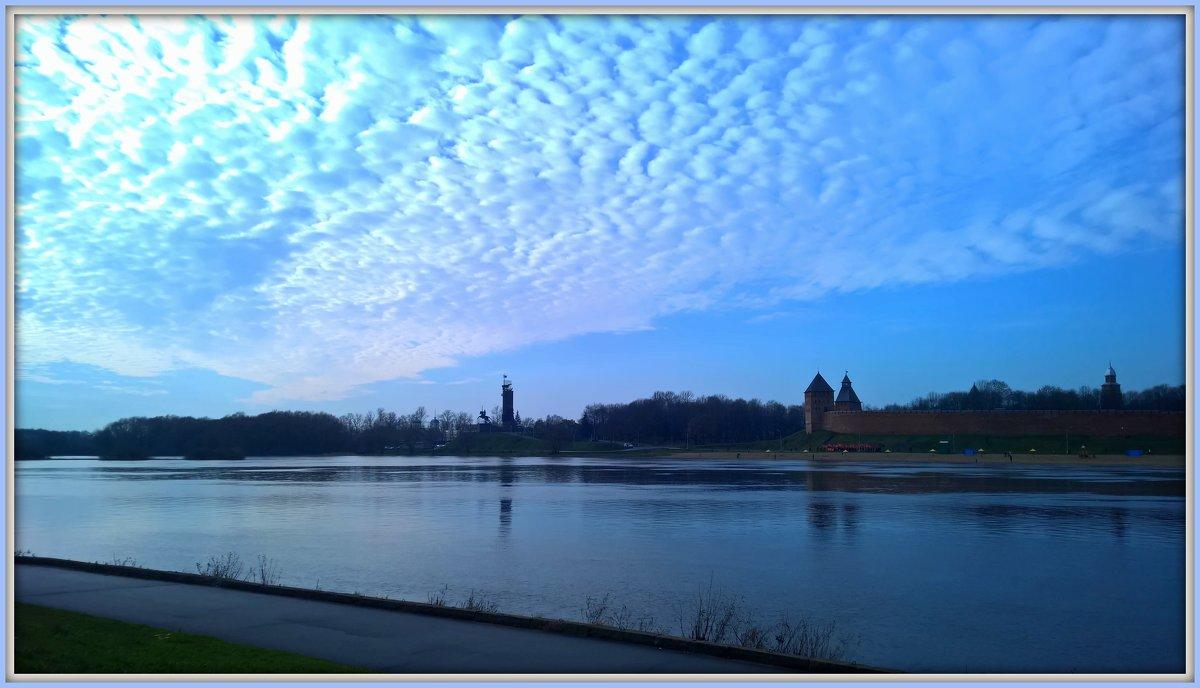 Река Волхов. Синь. Облака - Марина Домосилецкая