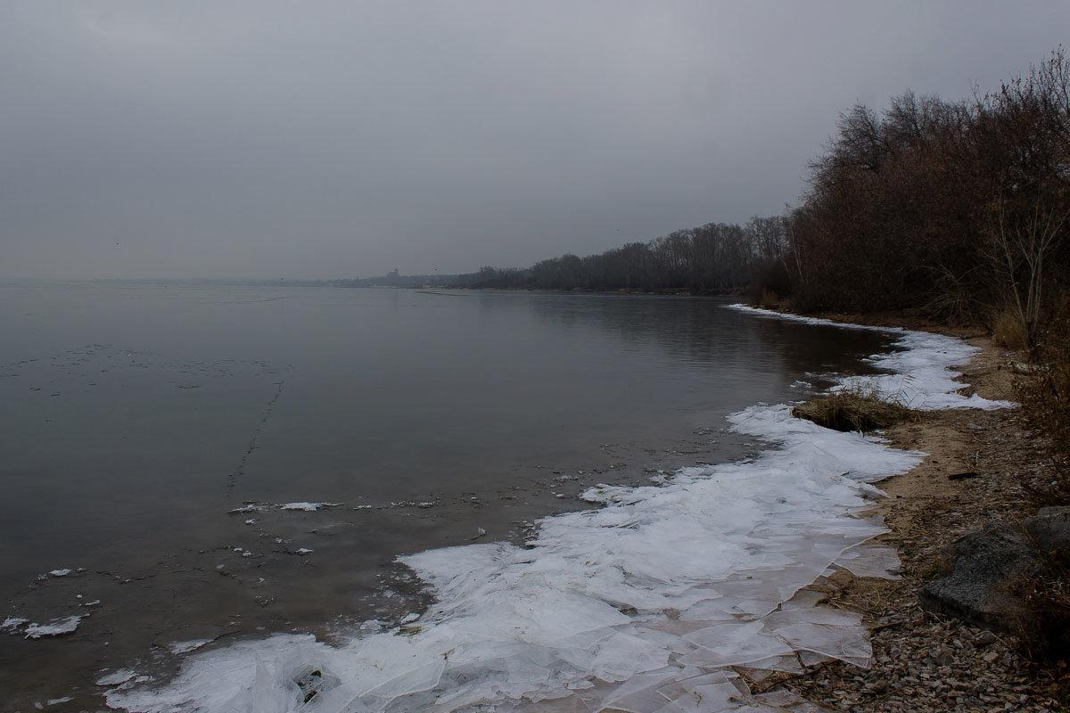 """Хмурый ноябрьский день. """"У берега несмело Ложится хрупкий лед..."""" - Надежда"""