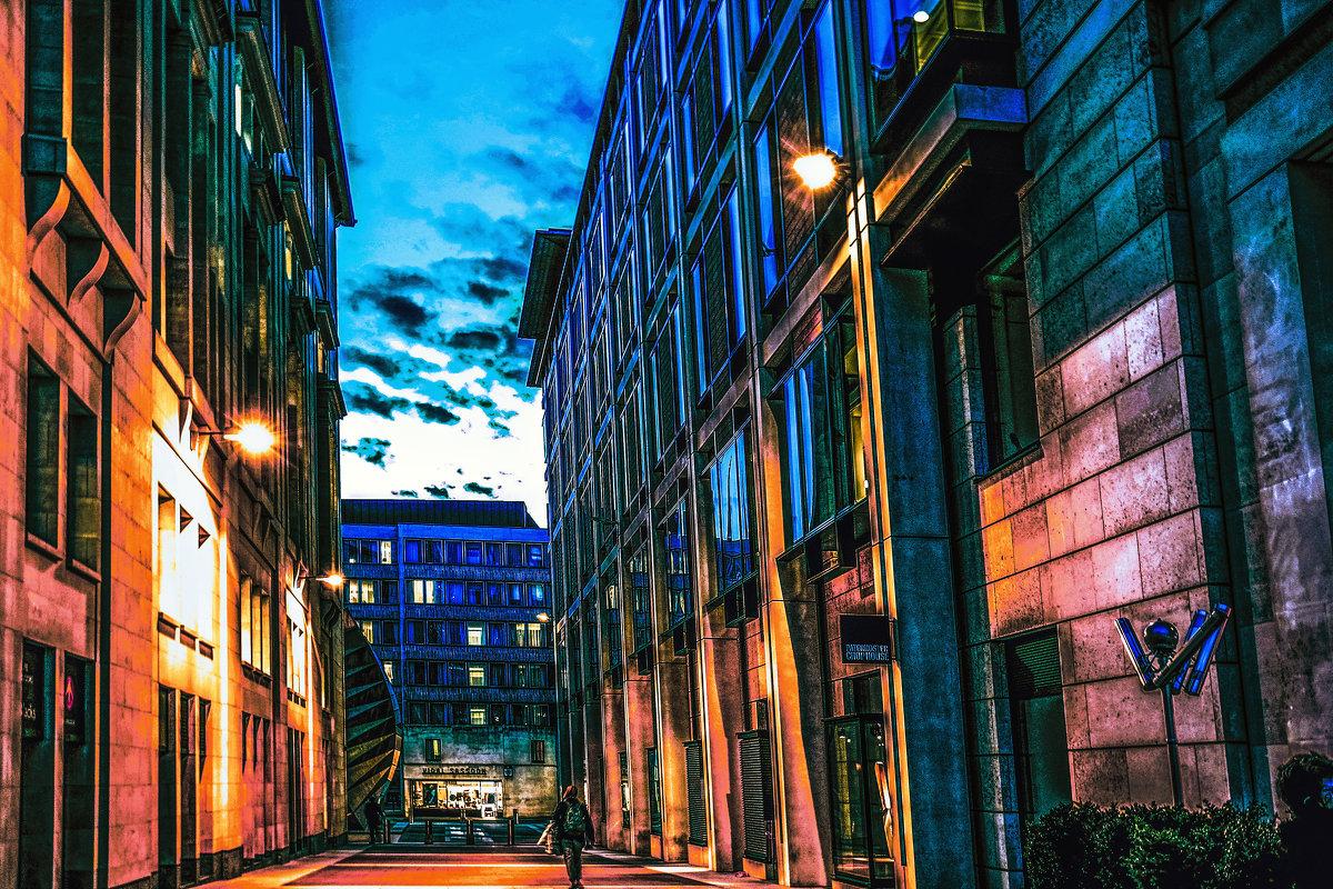 Голубые тротуары, синие цветы, Ярко-желтые трамваи, розовые сны. - Александр Липовецкий