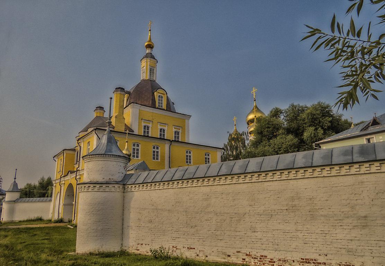 Cтена и надвратная церковь Никольского монастыря - Сергей Цветков