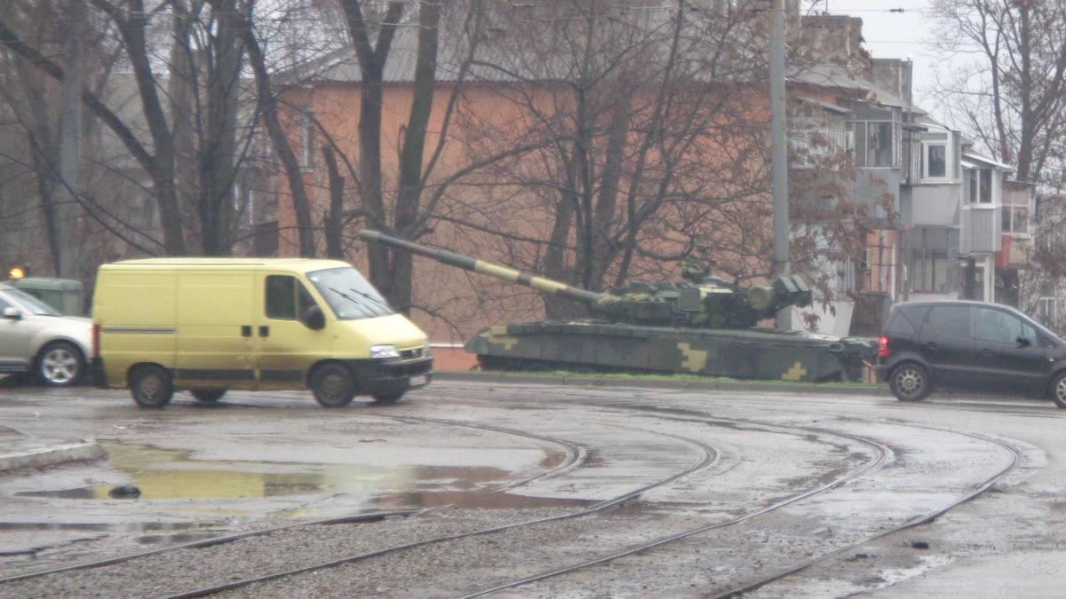 Танк, это автомобиль, адаптированный к отечественным  дорогам... - Алекс Аро Аро