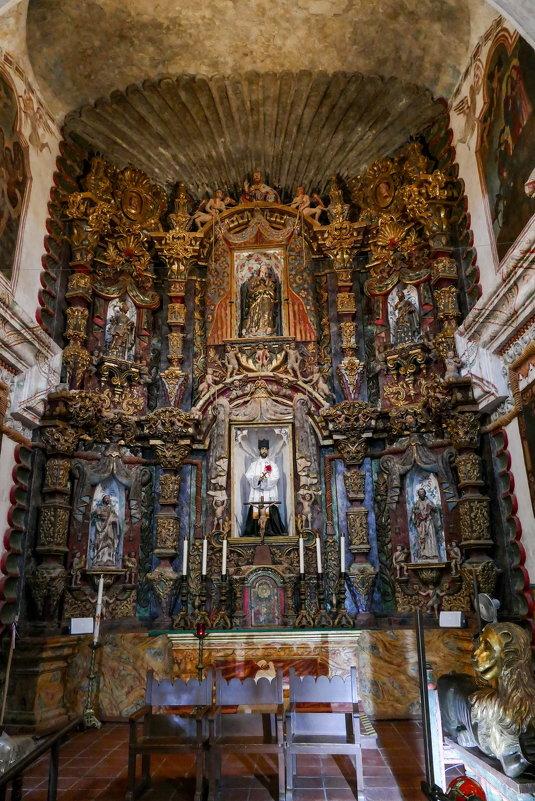 Изображение Св. Франциска Ксаверия (1506-1552, он в белом одеянии) в одноименной церкви (Аризона) - Юрий Поляков