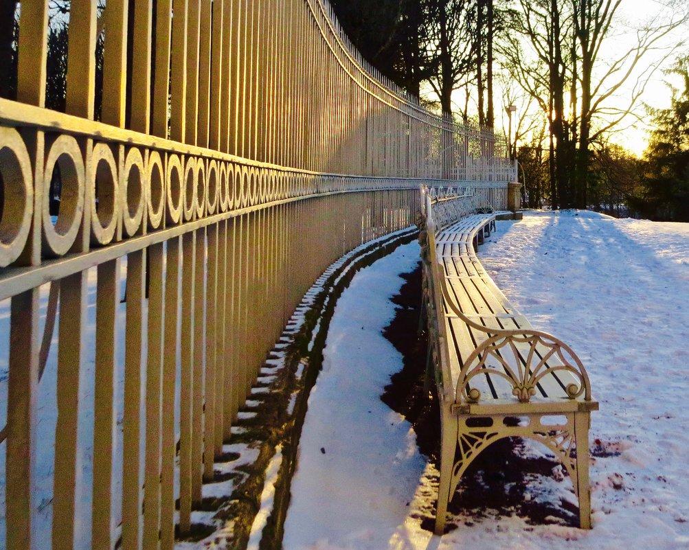 скамья и ограда - Елена