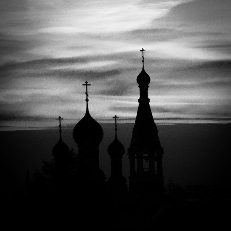 Рассвет над храмом - Евгений