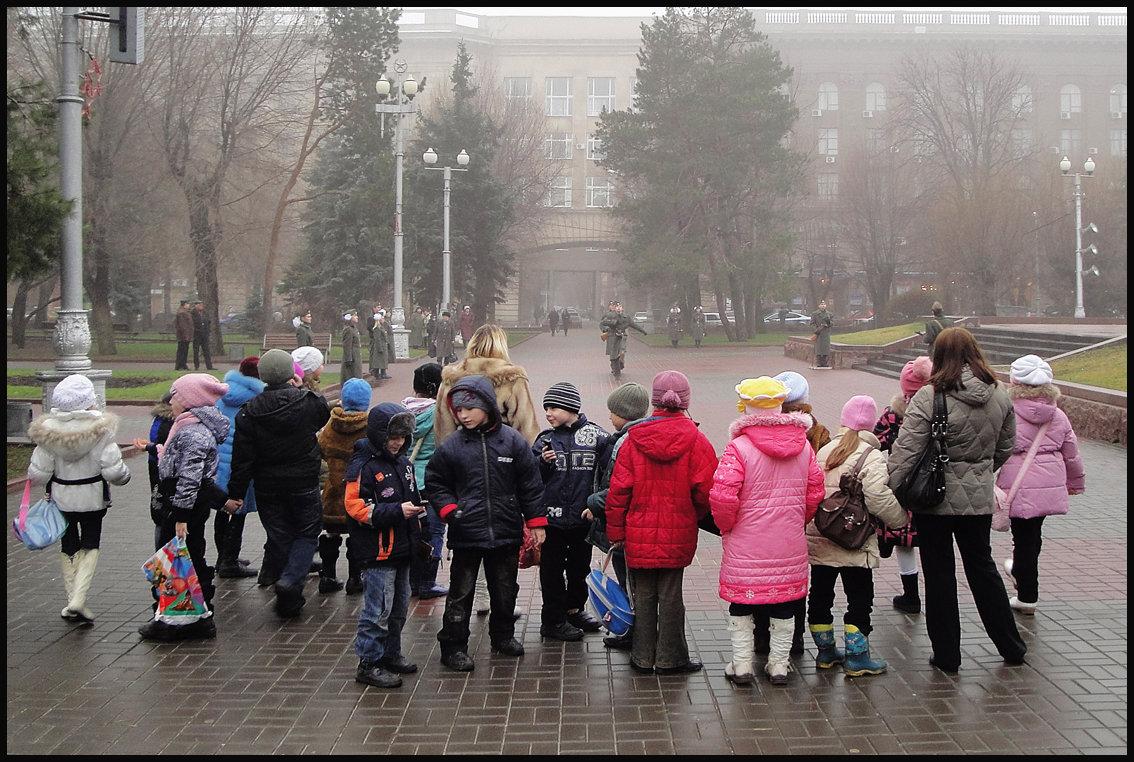 СВОБОДНЫЙ ПОИСК  УЛИЧНЫХ СЮЖЕТОВ. (5 фотографий) - Юрий ГУКОВЪ