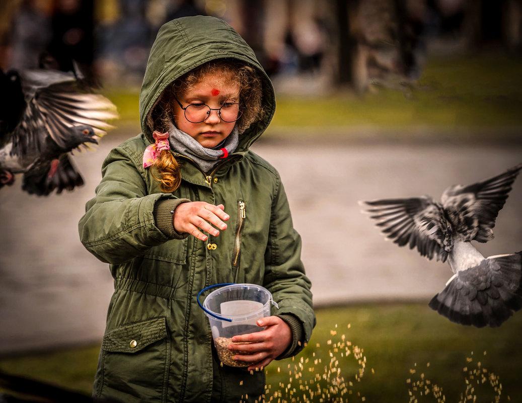 Девочка и голуби. - Евгений Мокин