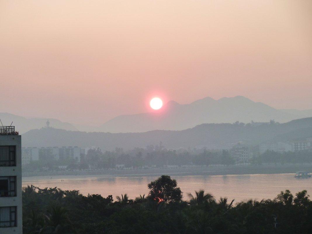 Восход солнца над островом Хайнань - Наталья Т