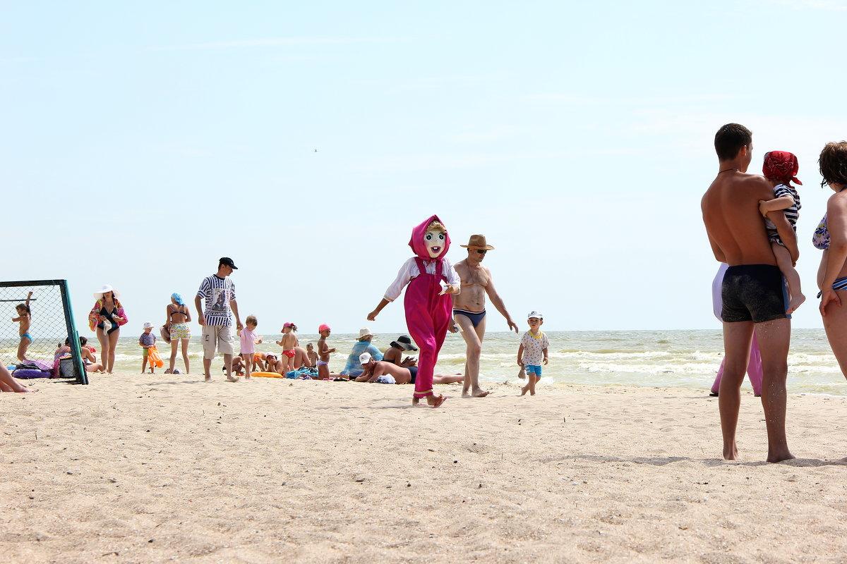 Машенька на пляже. - Владимир Усачёв