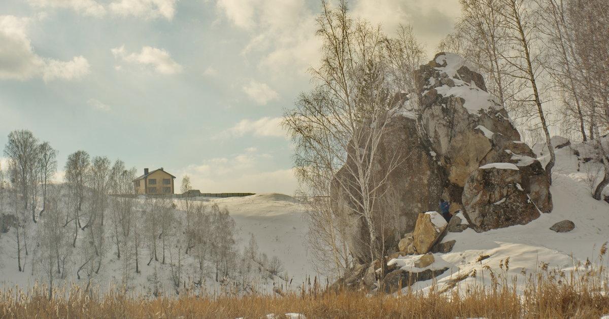Дом и камень на берегу Исети. - Михаил Полыгалов