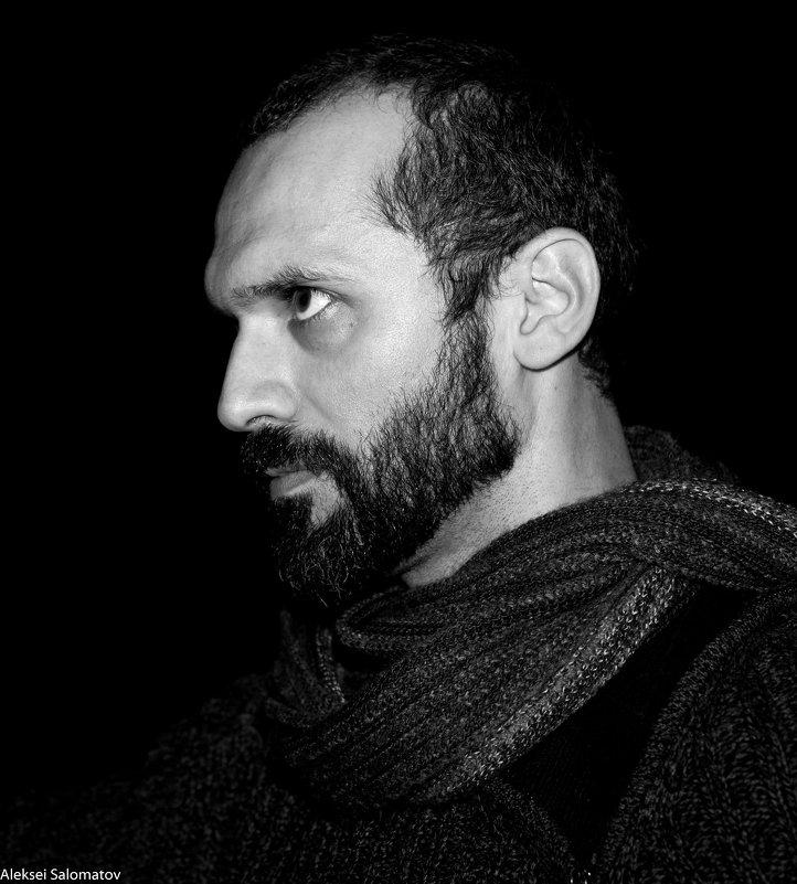 Мужчина с шарфом - Алексей Саломатов