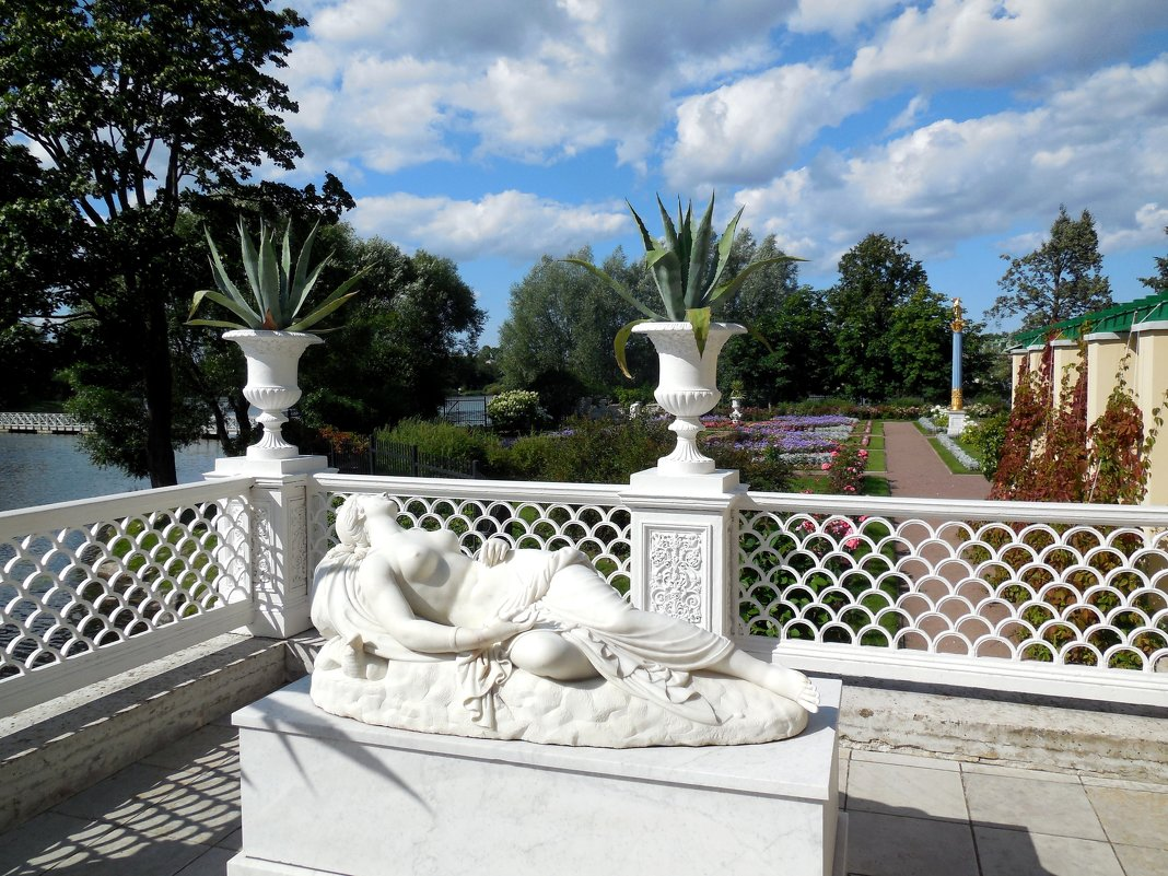 Царицын павильон в Петергофе - Надежда