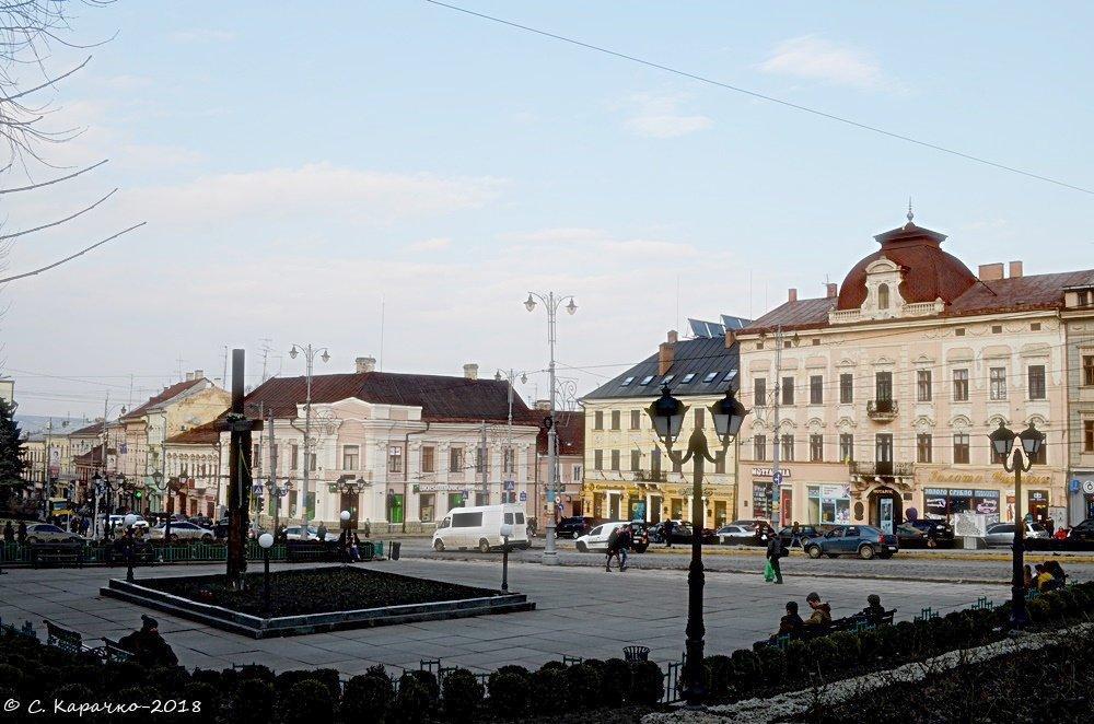 Чернівці центральна площа - Степан Карачко