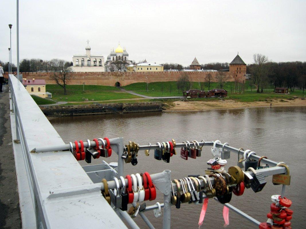 На Кремлёвском мосту. Город Новгород. - Ирина ***