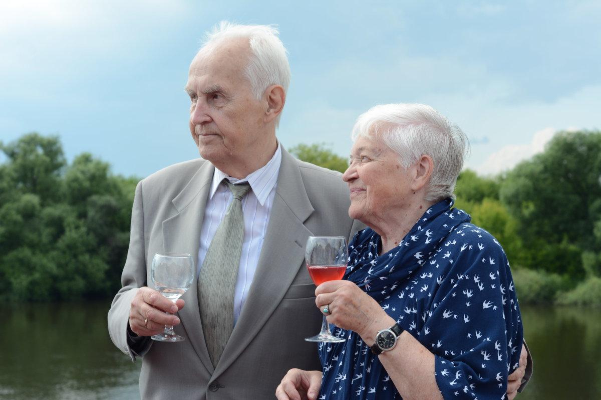 Бабушка рядышком с дедушкой - Елена Строкова