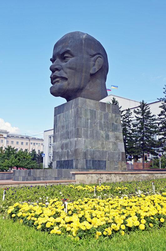 На площади Советов - Анатолий Цыганок